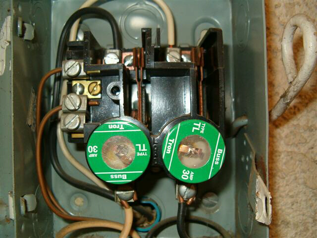fuse1 240v circuit fuses int'l association of certified home Old Electrical Fuse Panels at panicattacktreatment.co