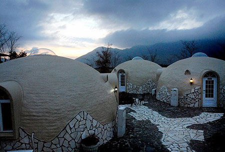 "Japanese ""dome homes"" made from Styrofoam"
