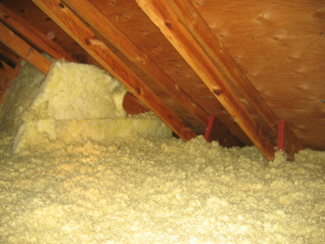 The image above shows a skylight shaft with fiberglass batt insulation installed but there is a missing cover of rigid material which would help prevent ... : attic and wall insulation  - Aeropaca.Org