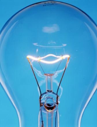 Le filament d'une ampoule � incandescence a une forte r�sistance au courant �lectrique, ce qui le fait briller